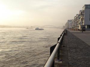 Südbrücke und Pier des Rheinauhafens