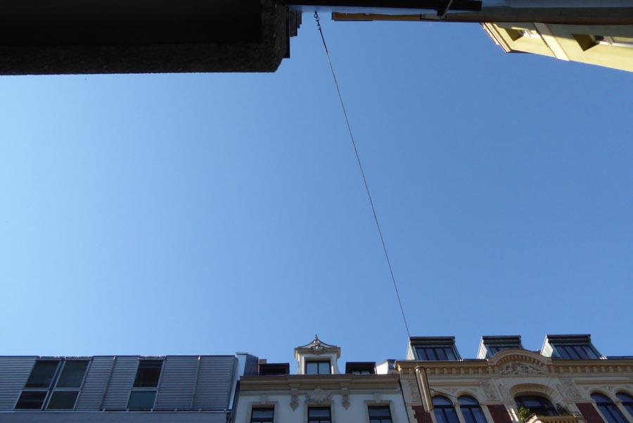Der Himmel zwischen den Häusern