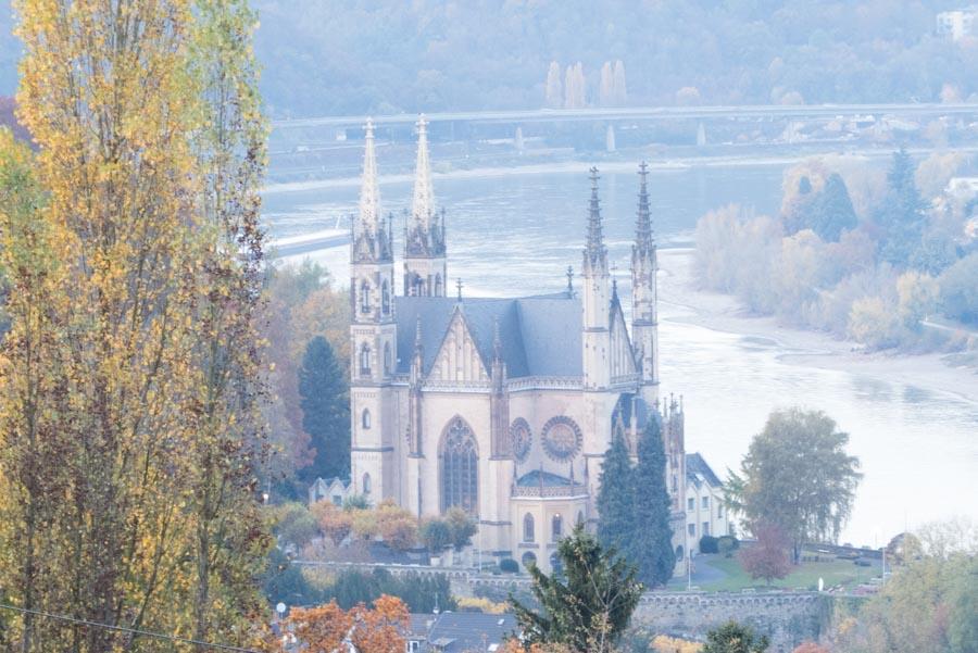 Apolinariskirche und der Rhein