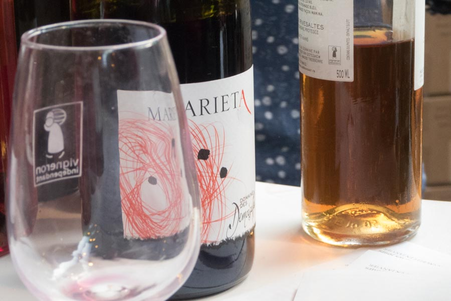 Das Probierglas mit dem Logo der Vignerons indépendants und der großartige Marieta