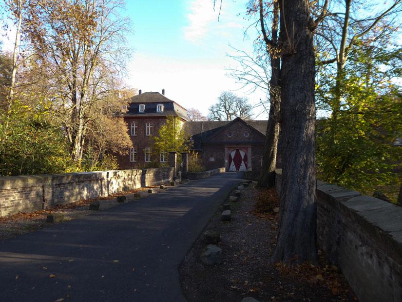 Der Eingang von Schloss Wahn