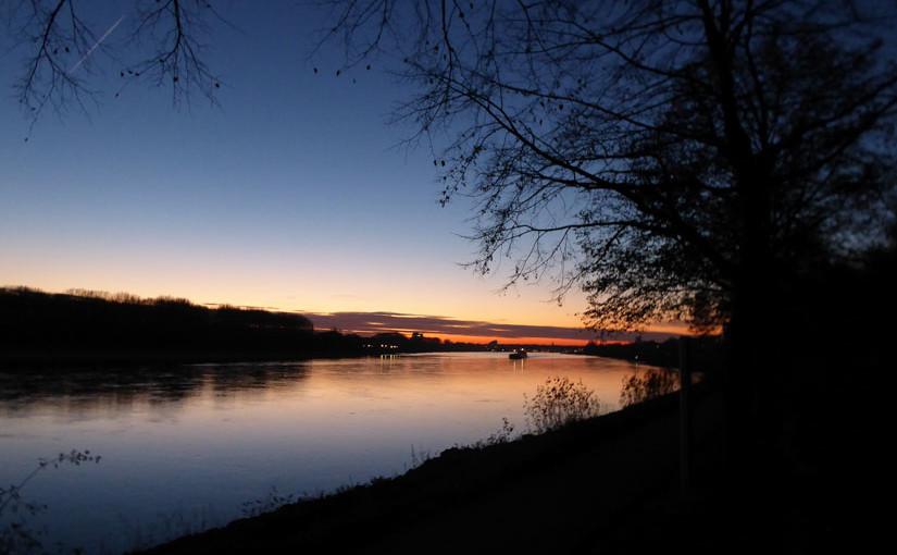 Abendlicht am Rhein